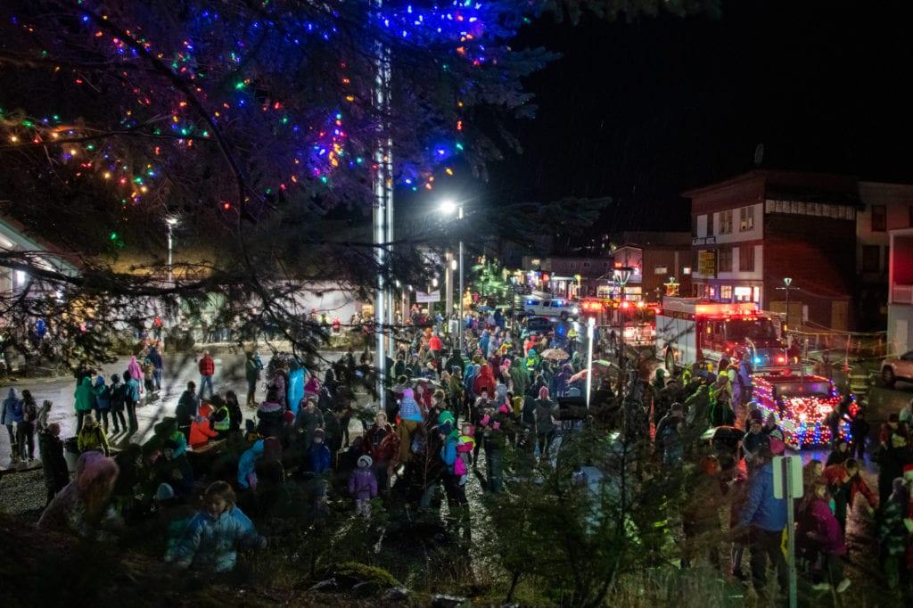 "Residents gather around Cordova's ""Big Tree."" (Dec. 6, 2019) Photo by Zachary Snowdon Smith/The Cordova Times"